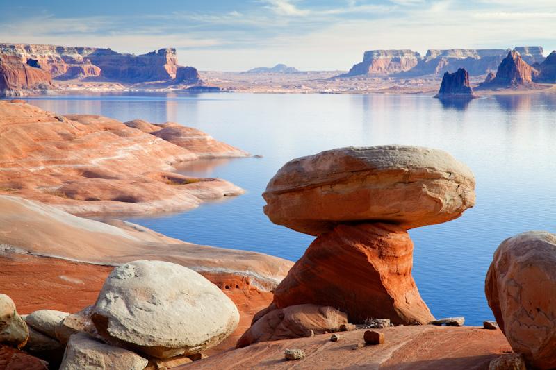 Utah; Lake Powell;  Rock formations; Padre Bay