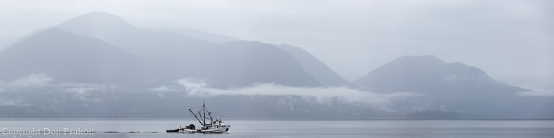 Commercial purse seiner in Hood Canal, Washington - High resolution